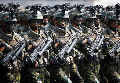 북한 군사 퍼레이드(열병식)에 등장한 정체불명의 특수부대