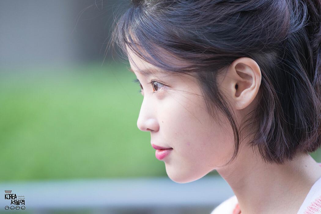 [2017.04.28] 아이유 뮤직뱅크 출근길 직찍 By..