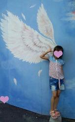 부산 감천문화마을에서 천사 날개그림