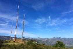 글렌데일, 버뱅크, 라크레센타 등으로 둘러싸인 버두고(Verdugo) 산맥 통바피크(Tongva Peak) 등산