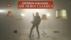 고음에 자신없는 분들을 위해 일비스(Ylvis)가 내놓은 해결방법, 에어혼(Air Horn) - 세계적 명곡들의 고음파트를 에어혼(Air Horn)으로 해결한 에어혼 클래식(Air Horn Classics).