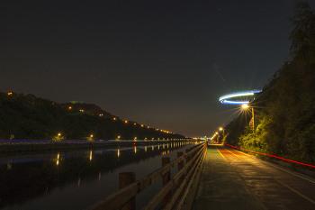 경인 아라뱃길의 밤 풍경입니다. 아라마루 전망대가 UFO 같습니다.