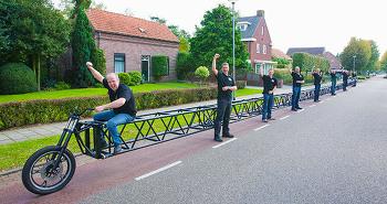 기네스북에 오른 무려 37미터나 되는 세상에서 가장 긴 자전거