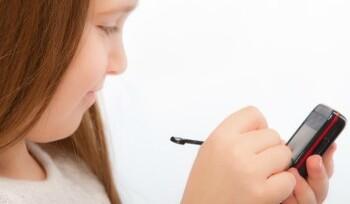 스마트폰 사용과 눈 피로와의 관계 by밝은세상