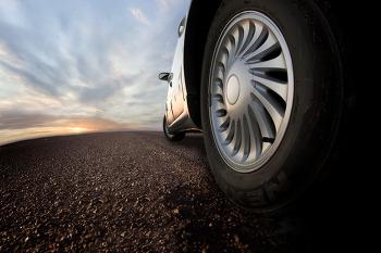 [인디:D의 사소한 궁금증] 자동차 타이어에는 왜 무늬가 있을까?