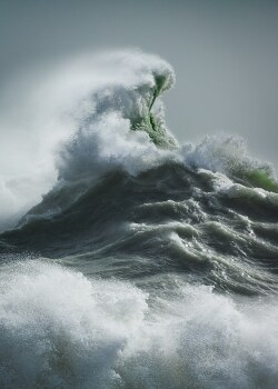 Powerful Waves Crashing With the Force of Mythical Gods and Sea Creatures 신의 힘을 보여주는 강력한 파도의 부서짐