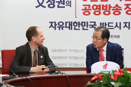 홍준표, 주한 캐나다 대사 접견 '북핵에 대한 한국지지 감사 표명'