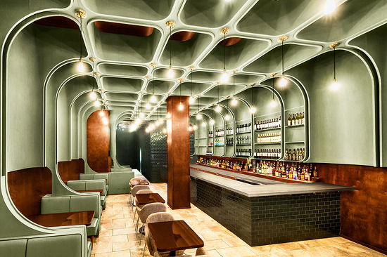 *그린 인테리어 bluarch wraps times square diner with soft green interior in new york