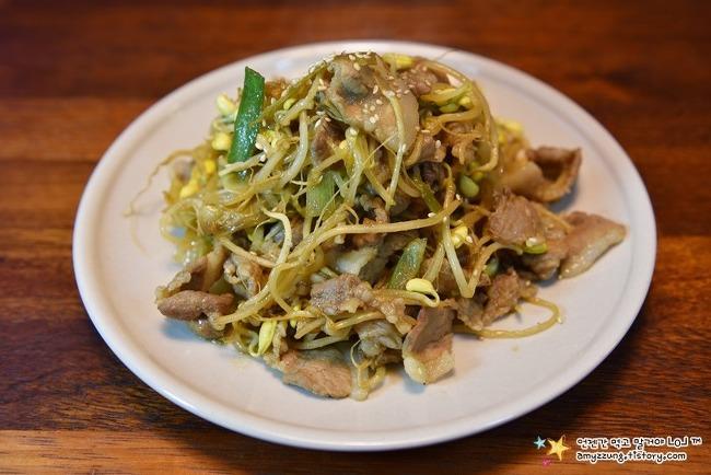 아삭해서 더 맛있는 돼지고기요리 '콩나물불고기(간장) 만드는법'