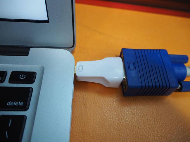 맥북 MacBook용 미니 디스플레이 포트(Mini Display Port) to VGA 어댑터 추천