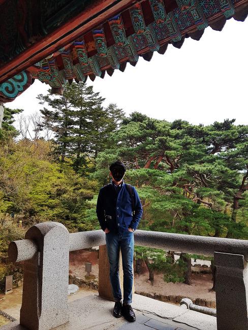 [남자 봄 나들이 패션] 남자 셔츠 가디건 코디 : 가디건 자켓 with 남자 청바지 롤업 코디 (feat. 청바지엔 구두)