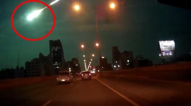 [세상에나]방콕 하늘위로 알수 없는 별똥별 떨어져