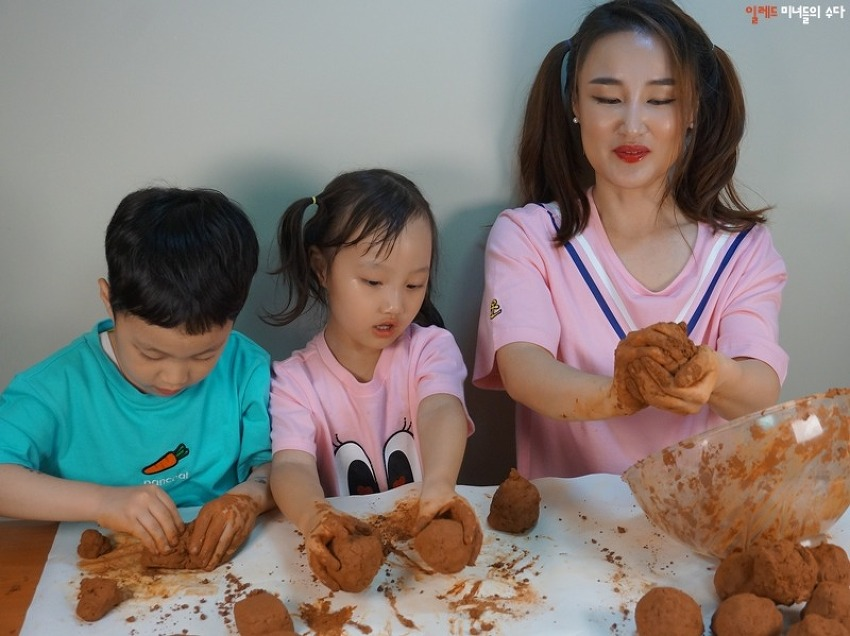 EM흙공만들기, 하림피오봉사단 5월 하천 정화활동
