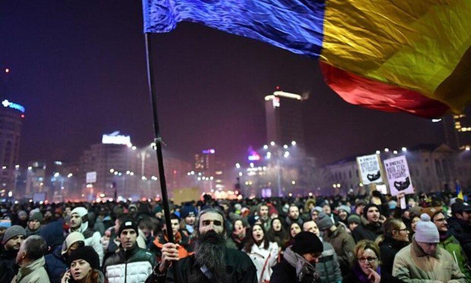 50만명이 시위에 나서 정부를 굴복시킨 루마니아. 한국 촛불집회는 ?