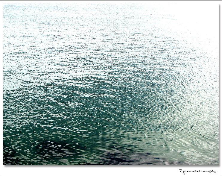 동해의 푸른 바닷물