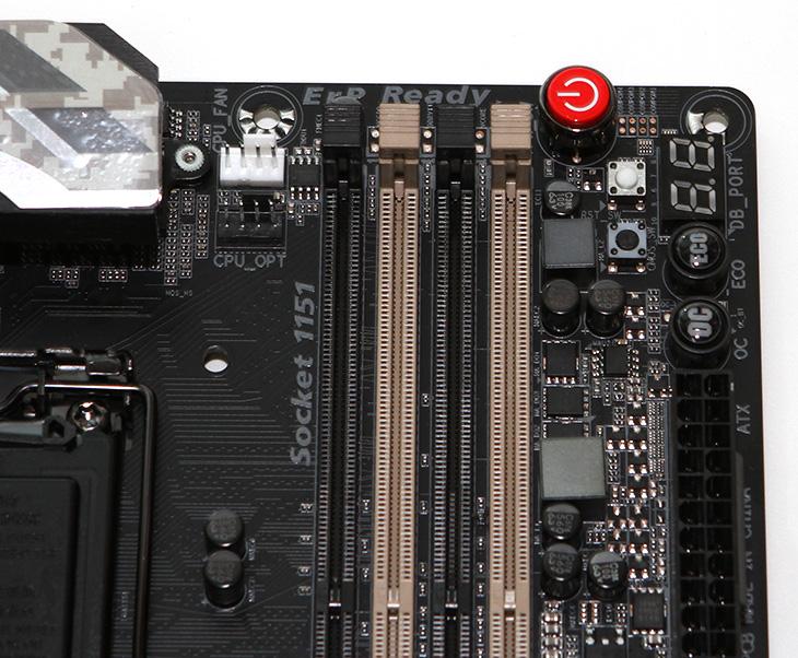 기가바이트 ,워크스테이션 ,메인보드 ,GA-X170-EXTREME ECC,IT,IT 제품리뷰,X150M-PLUS WS,GIGABYTE,CES에서 GIGABYTE는 신제품 IPC 산업용 PC와 IoT 솔루션 및 고사양 메인보드를 발표했습니다. 극강의 성능을 내기 위한 하이엔드 메인보드를 선보였는데요. 기가바이트 워크스테이션 메인보드 GA-X170-EXTREME ECC 와 X150M-PLUS WS는 워크스테이션 시스템에서 사용이 될 수 있는 메인보드 입니다. 디자인을 보면 군용 디지털무늬가 입혀져 있어서 상당히 튼튼해 보입니다. 워크스테이션급이라고 하면 보통 연산작업이 많거나 여러명이 동시에 사용하는 등 작업량이 많은곳에 사용됩니다. 기가바이트 워크스테이션 메인보드 GA-X170-EXTREME ECC도 그런 메인보드 입니다.
