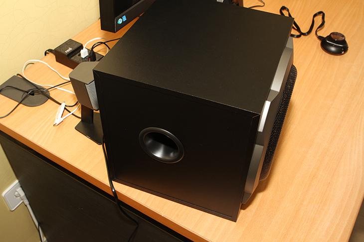 캔스톤 A511K ,6.5인치, 대구경 우퍼,와, 섬세한 스피커 ,후기,IT,IT 제품리뷰,사용기,후기,캔스톤,canston,스피커,2.1채널,캔스톤 A511K 6.5인치 대구경 우퍼와 섬세한 스피커 후기편 입니다. 비교적 저렴한 스피커 중에서 괜찮은 스피커로 설명할 수 있을듯 한데요. 물론 스피커는 가격이 비싸질 수록 성능이 좋긴 합니다. 그런데 대부분은 1만원대의 스피커를 구매해서 쓸 것 입니다. 그치만 캔스톤 A511K 은 사용자들이 조금 더 좋은 사운드를 들어보기 위해서 투자하는 5만원 정도의 비용으로 구매가 가능한 스피커 입니다. 성능은 확실히 1만원대의 스피커와 확연히 차이가 납니다. 사운드도 높게 올려도 깨끗하게 잘 올라갑니다. 우퍼의 경우에도 너무 뜨지 않고 깨끗한 사운드가 나오는것을 확인 했습니다. 캔스톤 A511K 는 볼륨 조절기가 따로 나와있는 형태로 조그다이얼을 돌려서 사용자가 쉽게 볼륨을 조절할 수 있습니다. 딱 하나 아쉬운 점이 Mute 기능이 없는게 조금 아쉽네요. 그 외에는 기능이나 사운드 부분은 가격이 싸다는 생각이 들 정도로 훌륭했습니다.