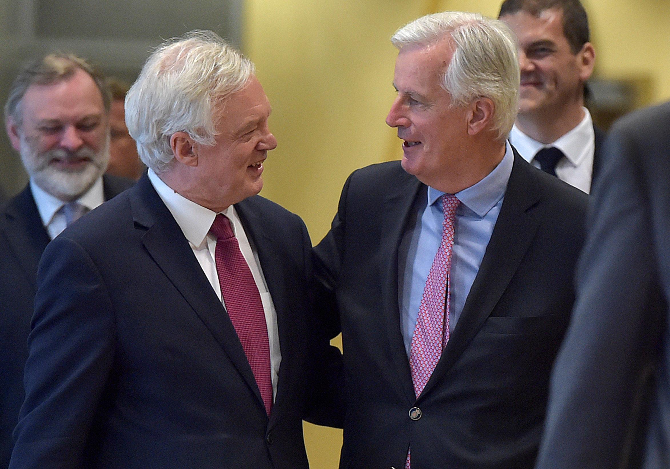 브렉시트 협상, 첫날부터 7시간 마라톤 회담…영국은 초장부터 너덜너덜