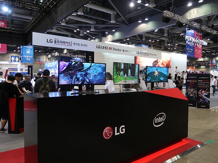 LG HDR 모니터, 32UD99 ,게이밍 노트북 ,15G870 ,킨텍스,IT,IT 제품리뷰,일산 킨텍스에서 플레이엑스포가 있었는데요. 가서 신제품들 살펴봤습니다. LG HDR 모니터 32UD99 게이밍 노트북 15G870를 직접 볼 수 있었고 그 외에도 다양한 경험을 할 수 있었는데요. LG HDR 모니터 32UD99는 상당히 화질이 좋더군요. 그리고 LG에서도 게이밍 노트북 15G870이 드디어 나올 모양입니다. 물론 아직은 미출시 제품으로 곧 나오게 될 것 같네요. 저는 이 제품들을 미리 만나보고 사진으로 정보를 풀어봅니다.