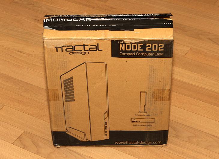 프렉탈디자인, NODE 202 ,ITX 케이스 조립,IT,IT 제품리뷰,ITX 시스템 조립을 위해서 이 케이스를 사용해 봤는데요. 길죽한 모양에 좁은 공간에 세워둘 수 있는 형태 입니다. 프렉탈디자인 NODE 202 ITX 케이스 조립시 크게 불편한 점은 없었습니다. 내부 공간이 생각보다는 넓어서 였는데요. 작은 사이즈의 ITX 메인보드를 넣고 그래픽카드도 확장이 가능한 형태더군요. 물론 제 생각에는 무소음으로 만들어야 더 좋을듯하지만요. 프렉탈디자인 NODE 202는 실용성을 상당히 강조한 그런 모델 입니다. 점점 작아지는 컴퓨터 그러면서도 실용성이 있는 디자인을 추구한 모델이 이것이죠.