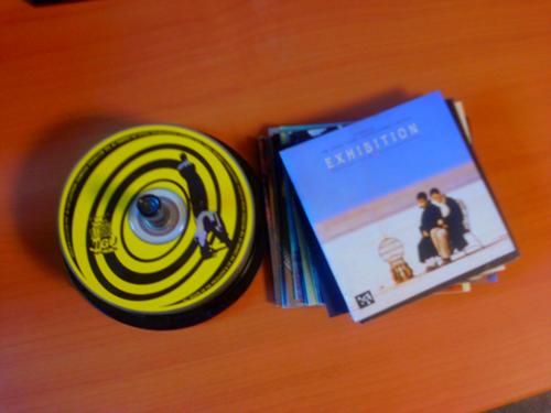 작업대상 2호 : 케이스가 파손되어 공시디 케잌통에 담긴 CD들