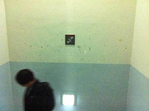 1층~2층 층계참. 정하상관