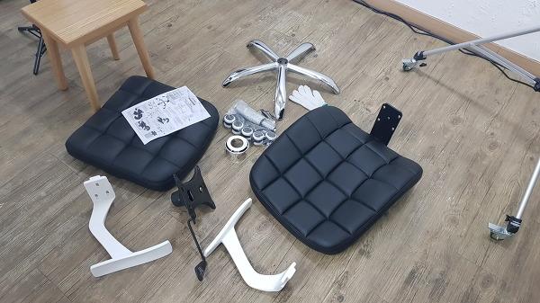의자 조립전 이미지
