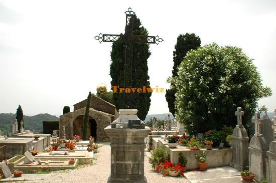 공동묘지와 샤갈의 묘지.