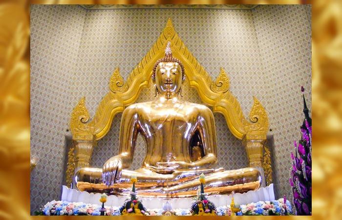 사진: 태국 황금불상의 전체 모습. 거의 200년 동안이나 석회 속에 있던 본 모습을 재현해 낸 불상이다. 기네스북에도 오를만큼 거대한 크기와 비싼 가치를 가지고 있다. [태국 황금불상 역사이야기]
