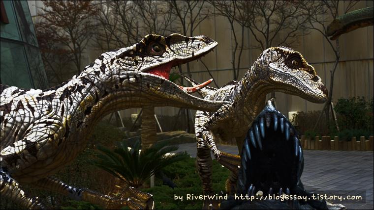 살아있는것 같은 공룡 모형