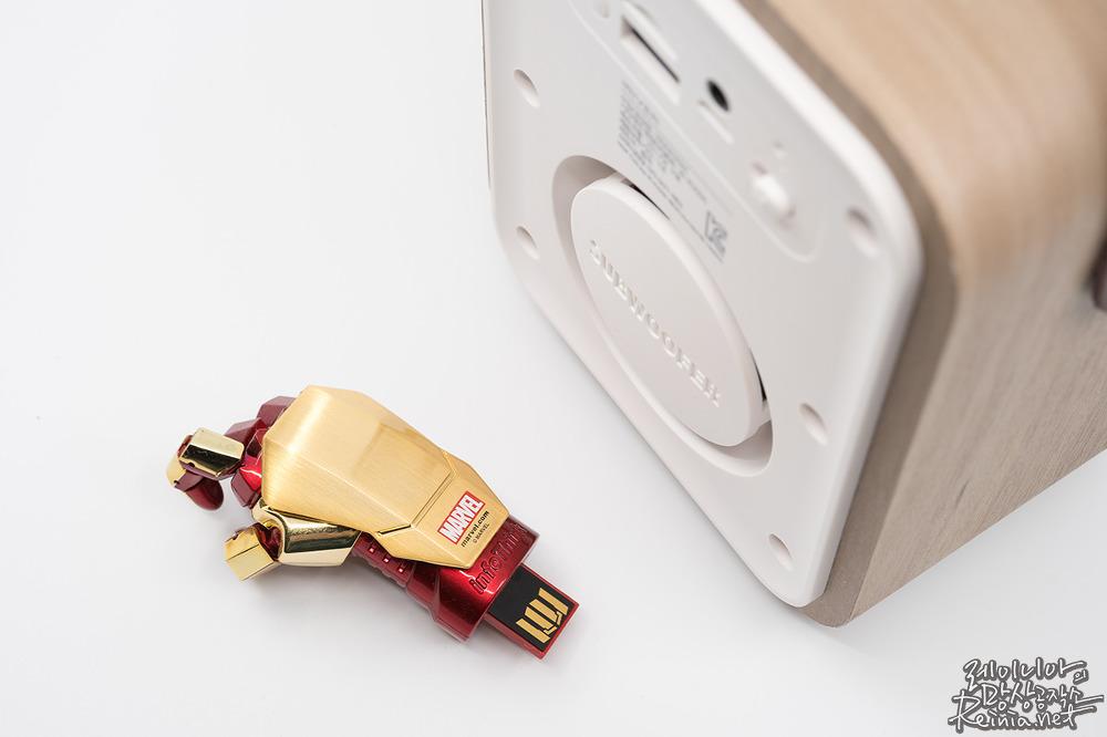 USB메모리와 아이리버 IR-R2000