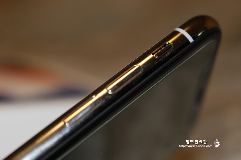 아이폰X 절연띠 측면