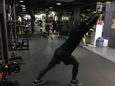 덜렁거리는 팔뚝살 집중공략 3가지운동 -[로프 케이블 오버헤드 트라이셉스 익스텐션(Rope Cable Overhead Triceps Extension)]