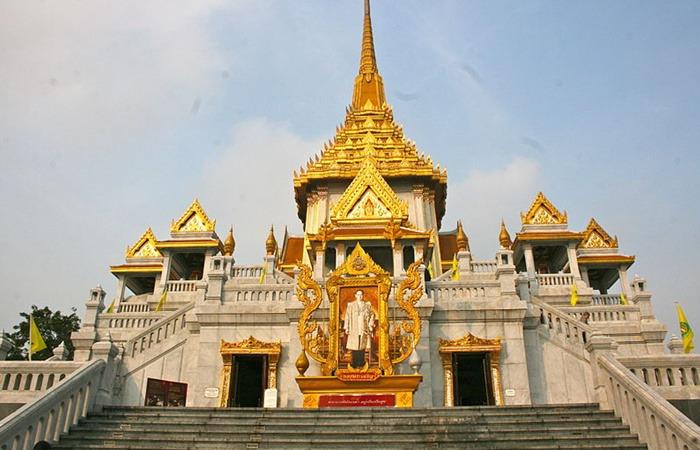 사진: 황금으로 된 불상 중에서 기네스북에 오른 세상에서 가장 큰 불상이 있는 왓 트라이 밋 사원. 태국 방콕에 여행을 가면 대부분 들러보는 관광지이다. 여기에 태국 황금불상이 있다. [실수가 발견한 황금불상]