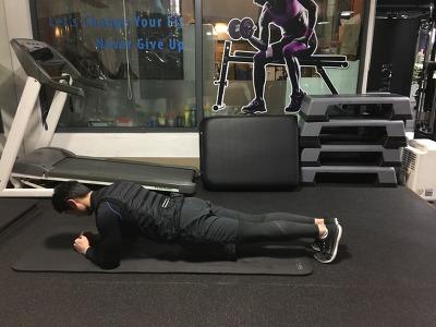 업 & 다운 플랭크 - Up & Down Plank