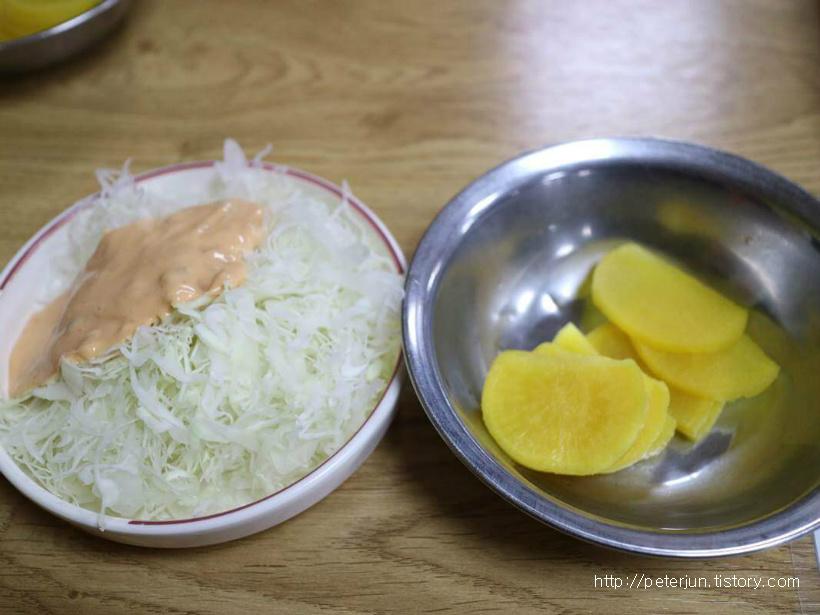 양배추 샐러드, 단무지
