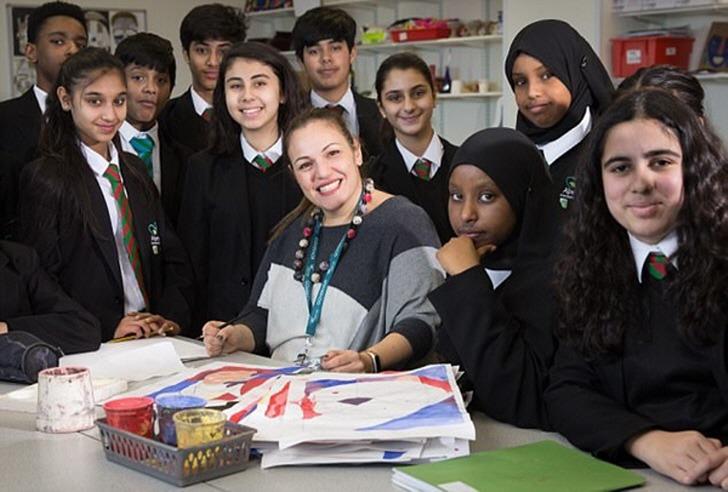다문화 가정 학생들을 위해 35개 언어 배운 선생님