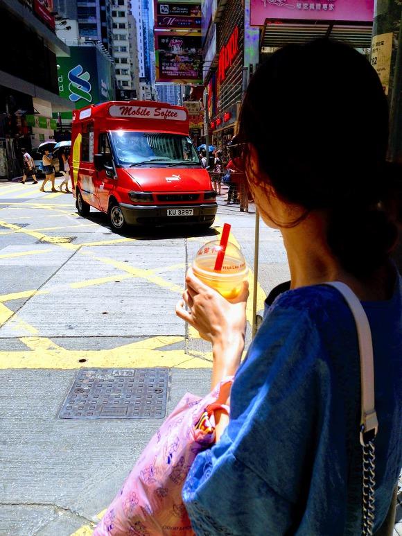 홍콩 여행 사진을 보면 절반 가까이 허유산 망고주스를 들고 있다...